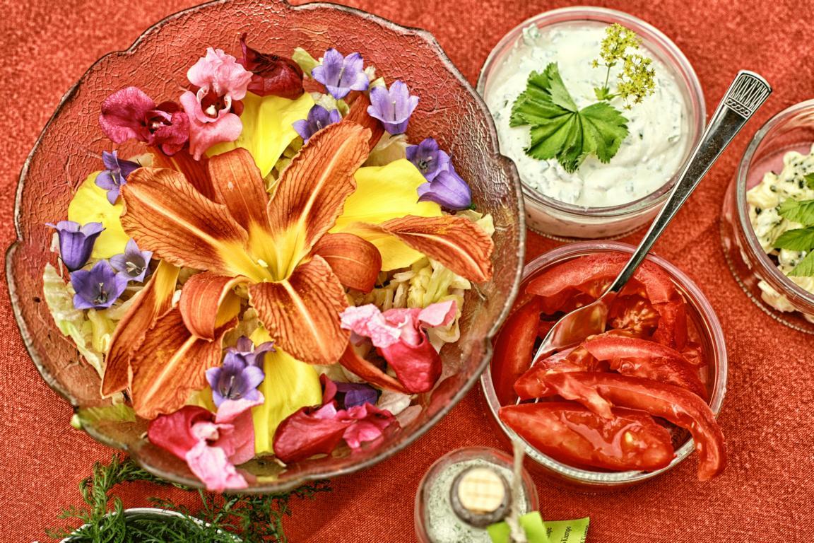 Blätterschmaus, Salat aus Blüten