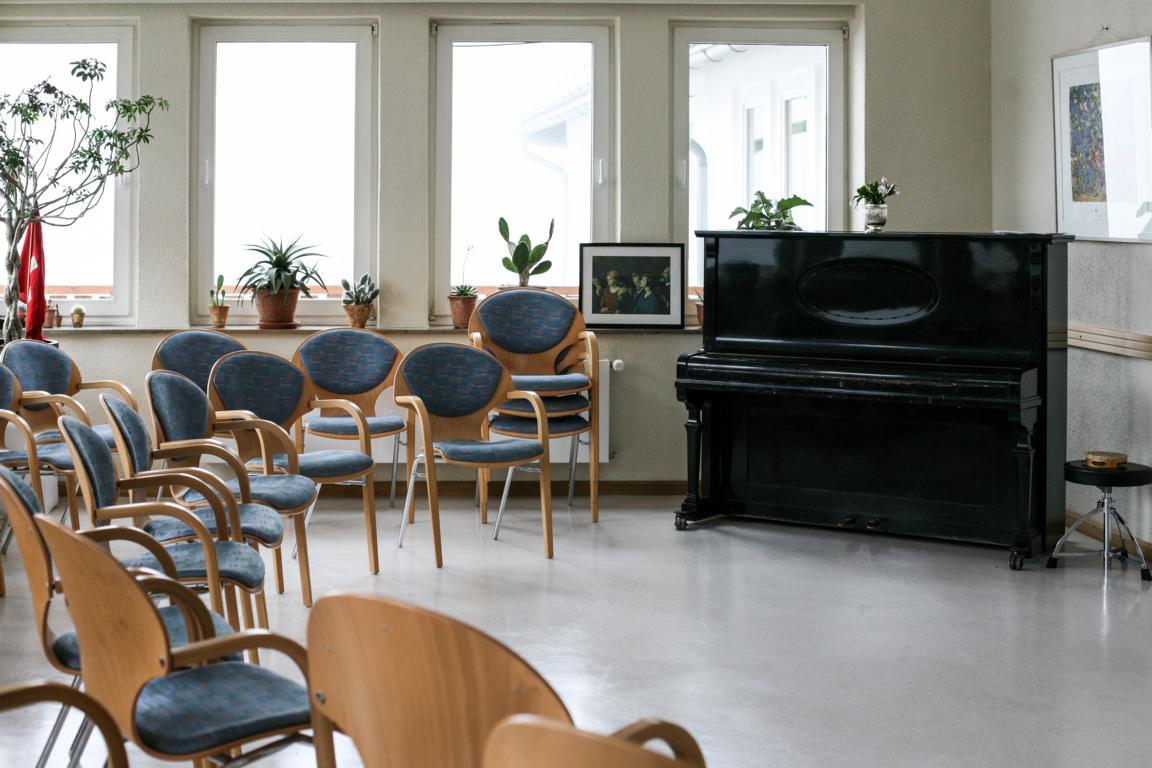 Tagungsraum mit Klavier