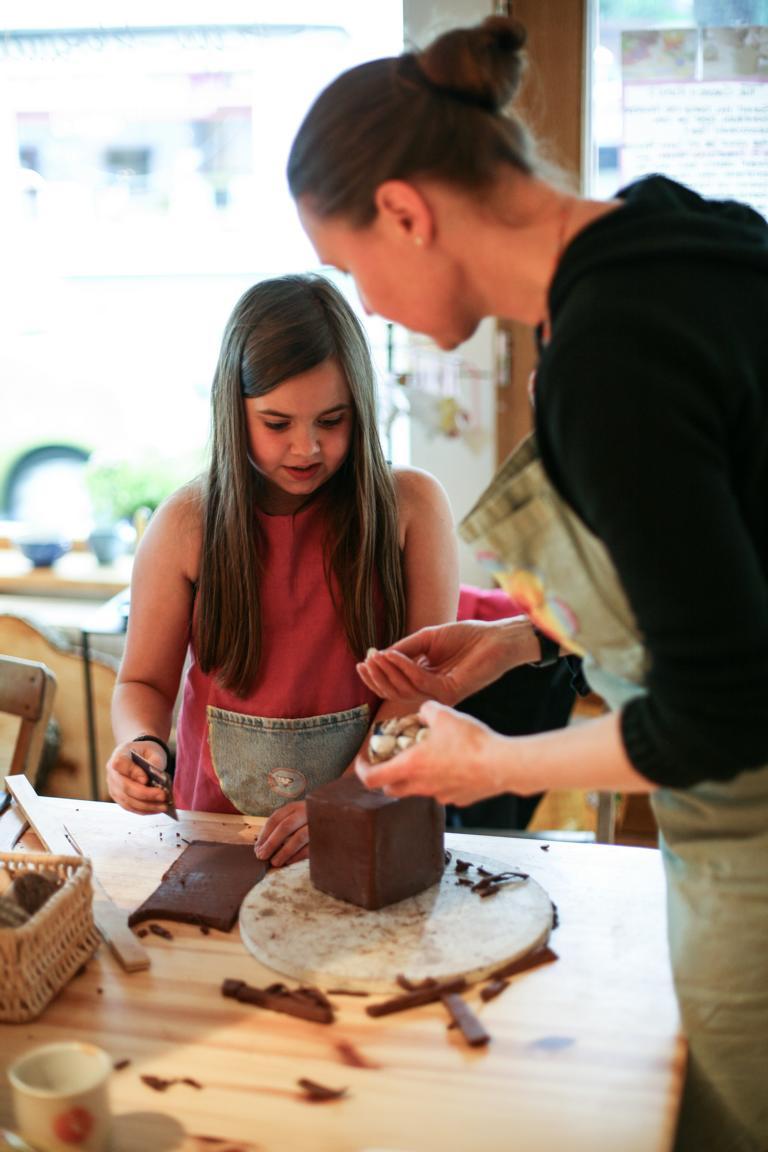 Kindergeburtstag in der Keramikwerkstatt. 2016 © Foto: Stefanie Schildchen