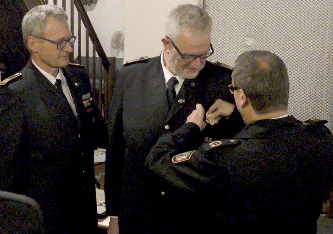Rainer Blumenrath erhielt bei seinem Abschied das Brand- und Katastrophenschutz-Verdienst-Ehrenzeichen in Silber.